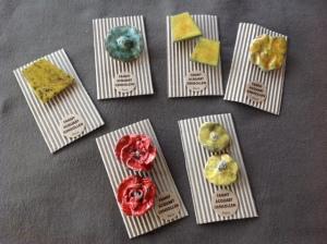 Des boutons céramique de Fanny Acquart Gensollen pour l'exposition de la Galerie Hayasaki