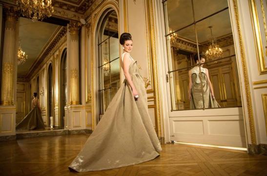 Robe en lin Letz Martin et pièces de céramique de Fanny Acquart Gensollen