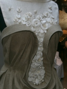 Robe Martin Letz avec des céramiques de Fanny Acquart Gensollen